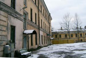 Двор тюремной больницы, в которой скончалась м.Мария. Фото автора